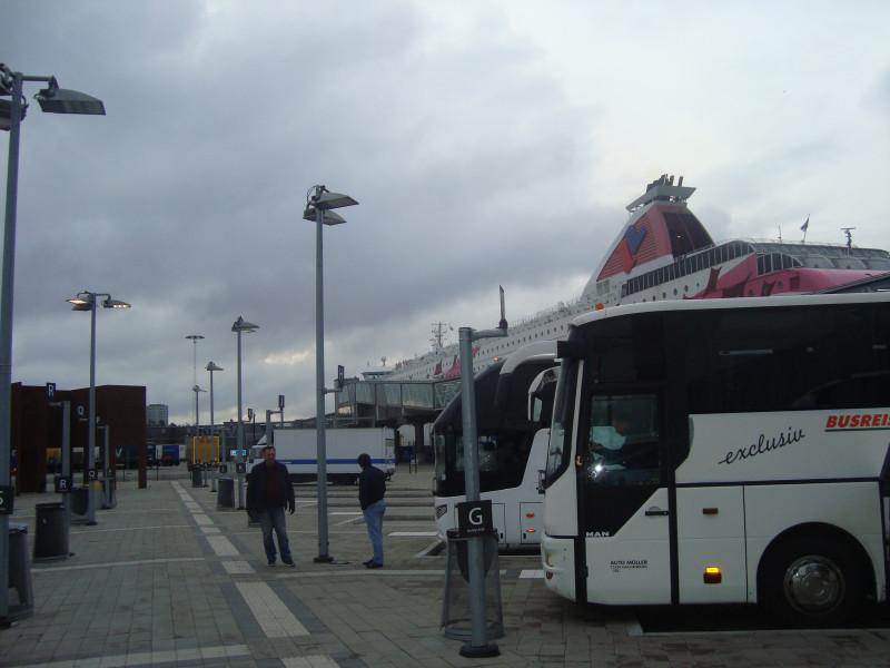 Стокгольм. Автостоянка у терминала Таллинк (2)
