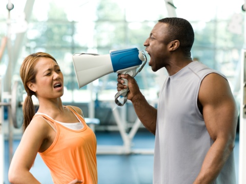 trainer-personal-yelling-megaphone-мал