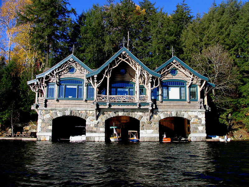 800px-Boathouse_2_at_Topridge