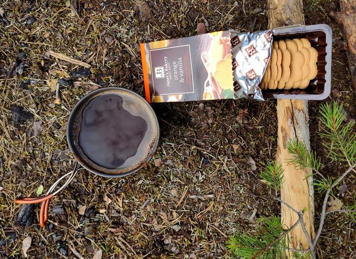 Утренний кофе с печеньками. Настоящий, молотый, а не это ваше растворимое!)