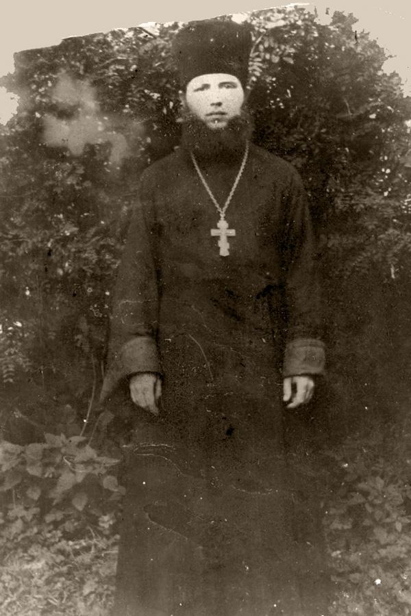 священник с нотами