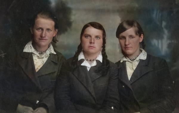 крайняя слева бабаушка Лена (фото до ВОВ)