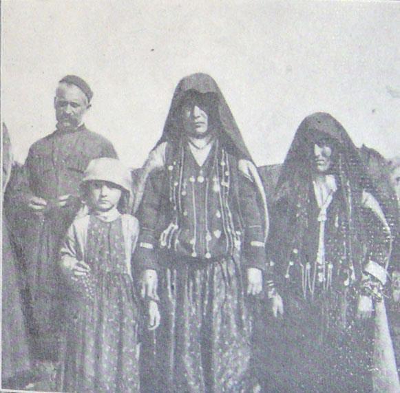 ქისტი მომლოცველები ალავერდობის დღესასწაულზე, 1898 წელი. ბარონ დე ბაის ფოტო