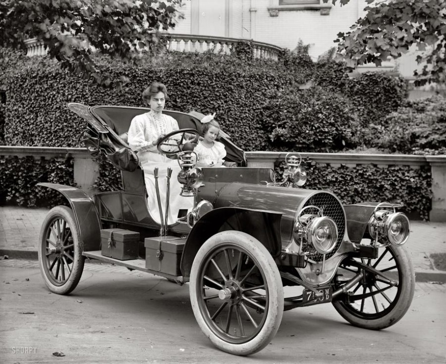 1907 Franklin Model D automobile, Washington, D.C. circa 1908.