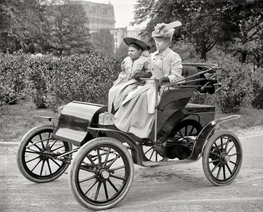 A Pope-Waverley electric auto, Washington, D.C., circa 1905.