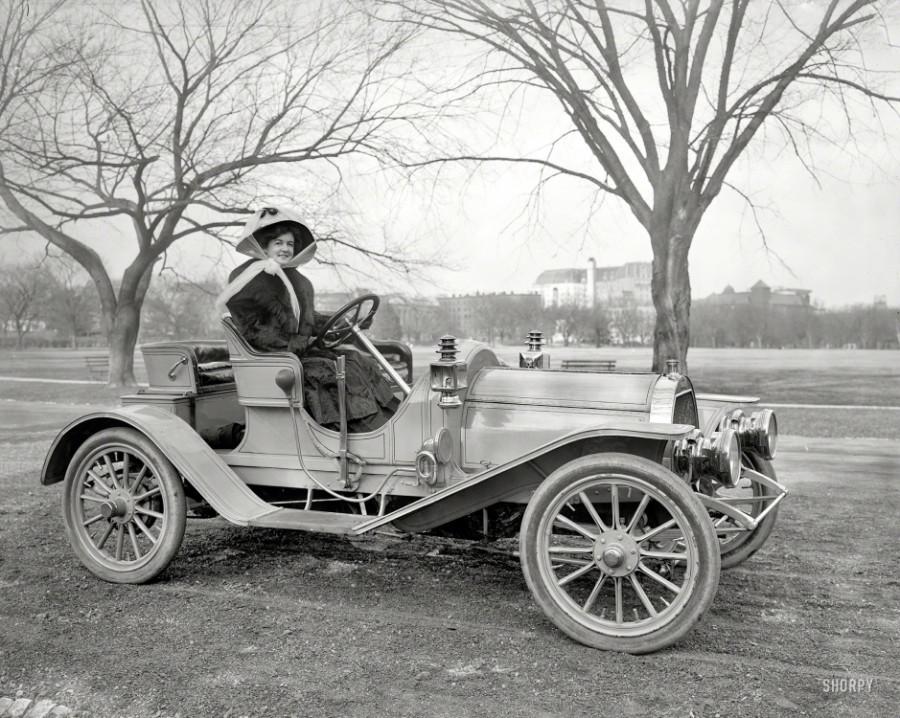 Washington, D.C., circa 1908. The Broadway ingenue Ruth Maycliffe.