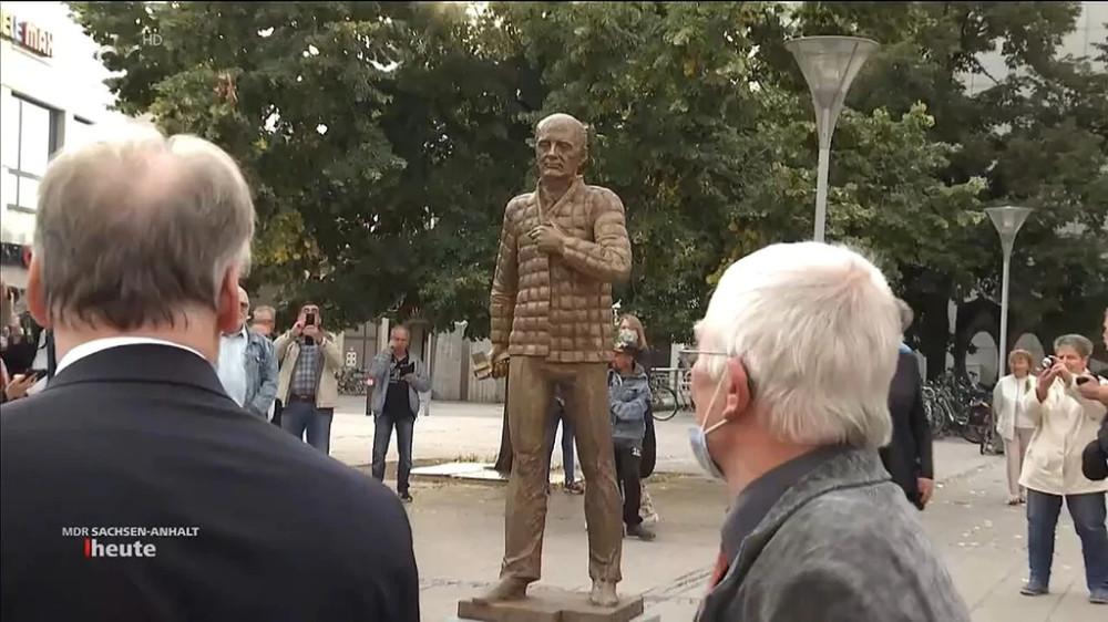 Памятник Горбачёву в Дессау-Рослау, Германия, 2020
