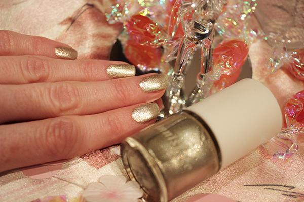 innisfree - 52 shine gold-