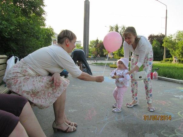 раздавали воздушные шарики