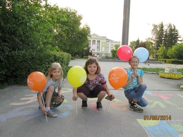 раздавали воздушные шарики 2