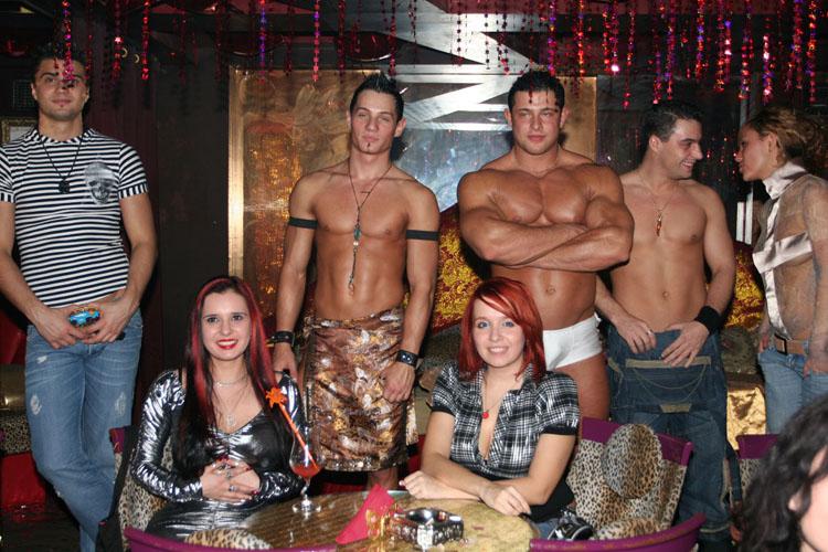 Стриптизер в частной вечеринке
