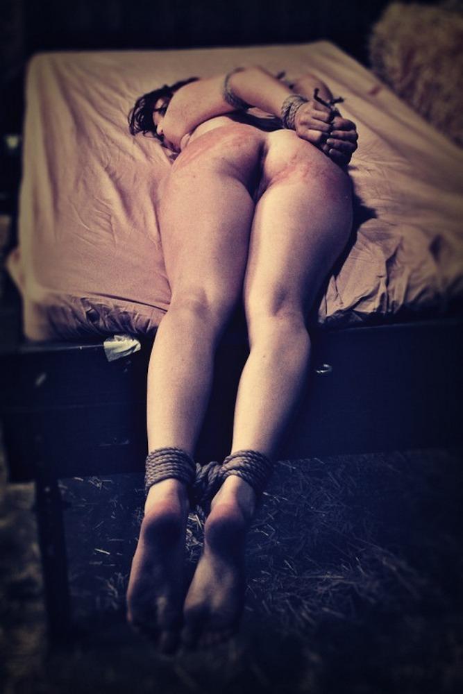 фото порки связанных женщин ком сидит