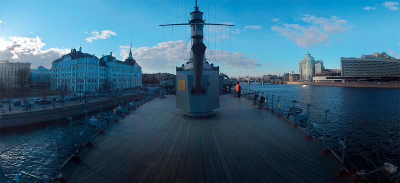 "Панорама крейсера ""Аврора"" от носового флагштока."