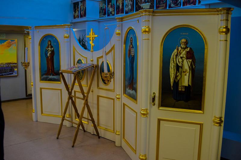 Тут проводятся богослужения, раз в год.