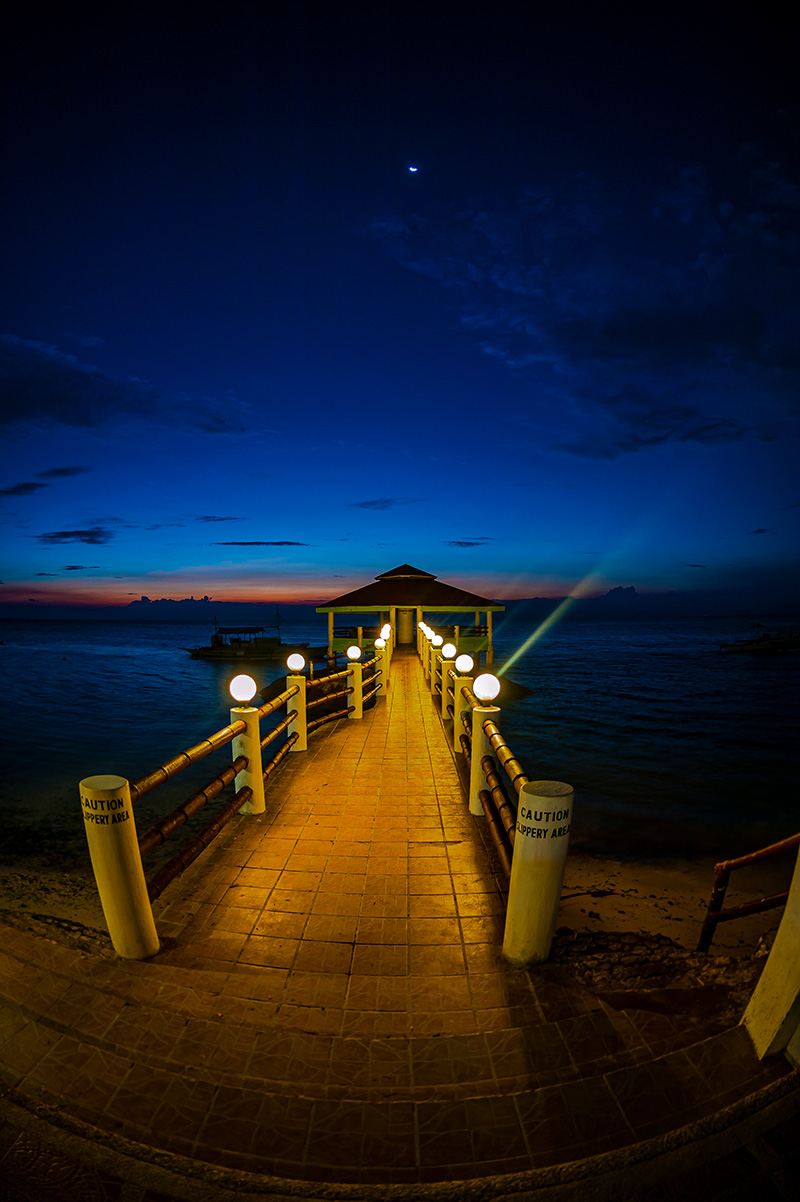 А это уже остров Себу, полуостров Моалбоал. Именно здесь уже несколько лет обитают огромные стаи сардин.