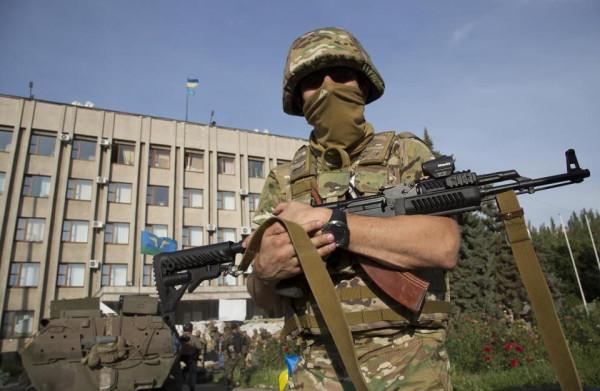soldat-vsu-s-ak-74-v-rukah
