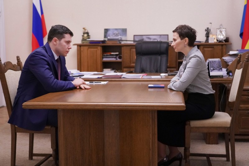 Антон Алиханов и Наталья Сибирева Фото:пресс-служба правительства КО