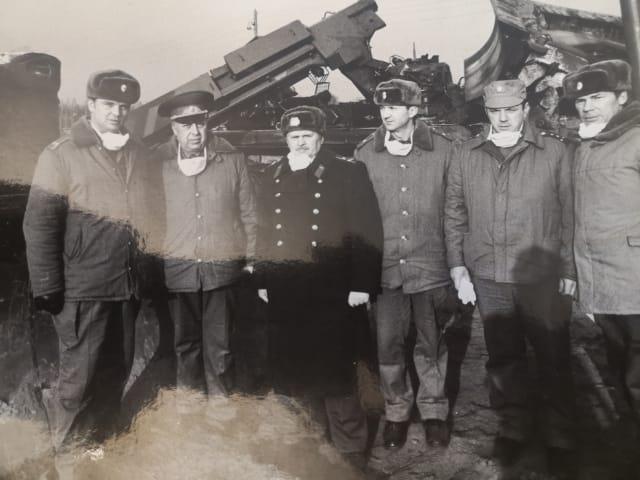 Расположение полка Степанова. Папа в центре в шинели.