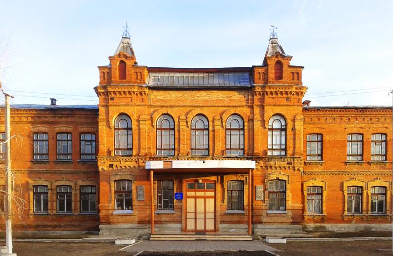 в Старобельске сохранились дореволюционные здания - ныне памятники архитектуры и истории. здание гимназии. В настоящее время здесь расположен ЛНУ