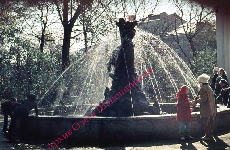фонтан в Саду 1 Мая