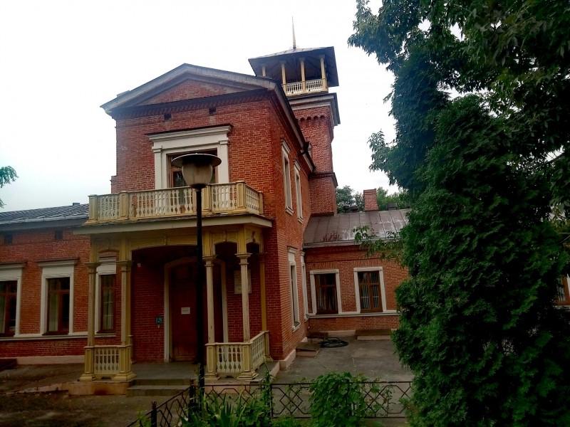фото  - мемориальное здание, связанное с П. Чайковским