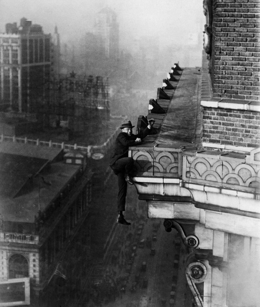 Harry Gardiner hanging from the 24th story of the Hotel McAlpin in New York City, 1910.