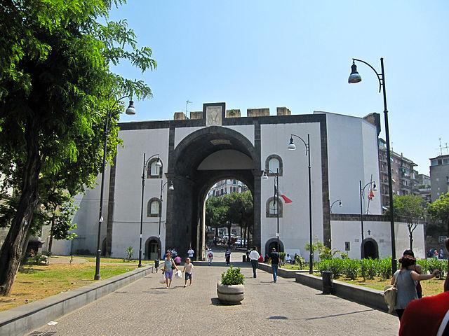 Кастель Капуано, то есть Капуанский замок