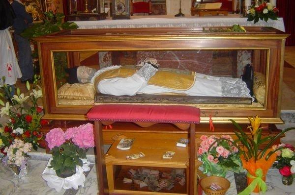 чтобы увидеть мощи святого Андреа Авеллино