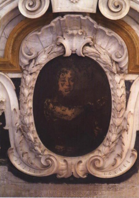 Вот в каком виде князь Раймондо смотрит на посетителей