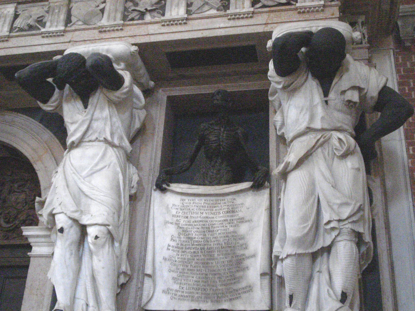 023-монумент Джованни Пезаро