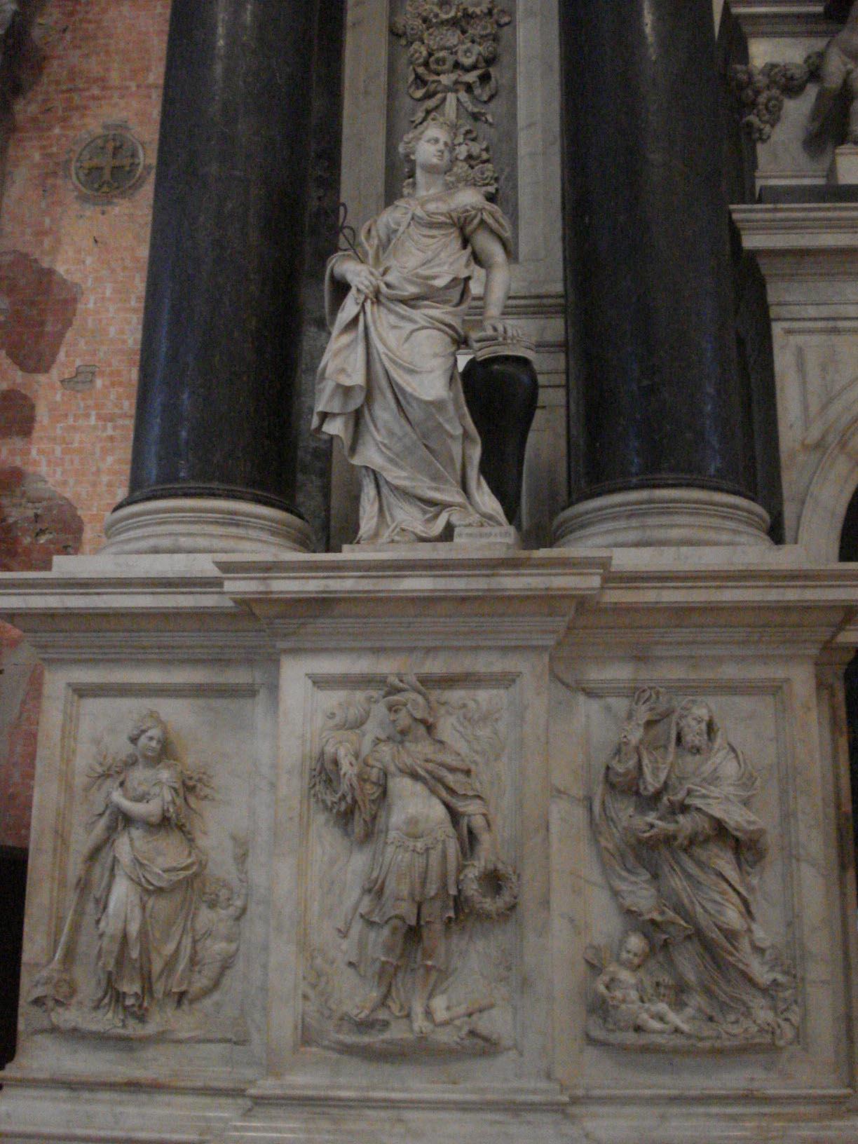 012-памятник семьи Вальер