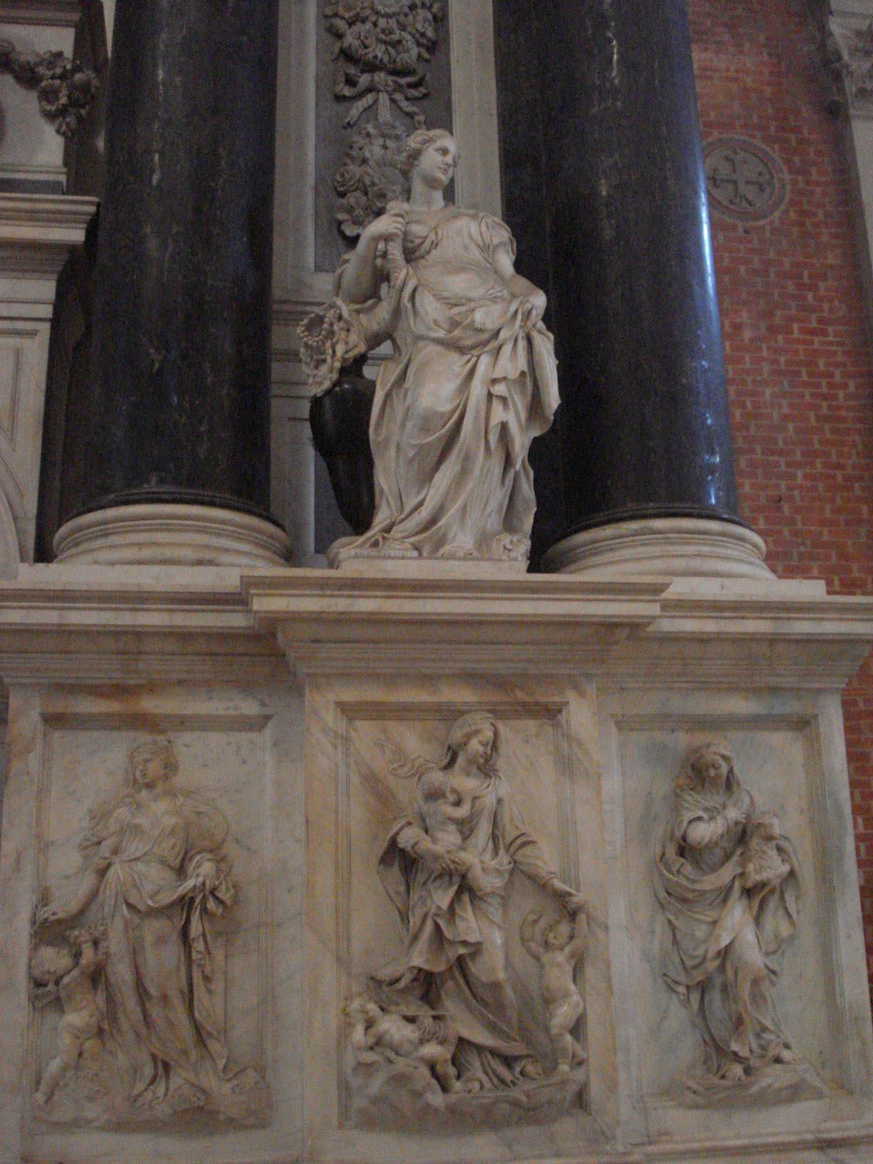 009-памятник семьи Вальер