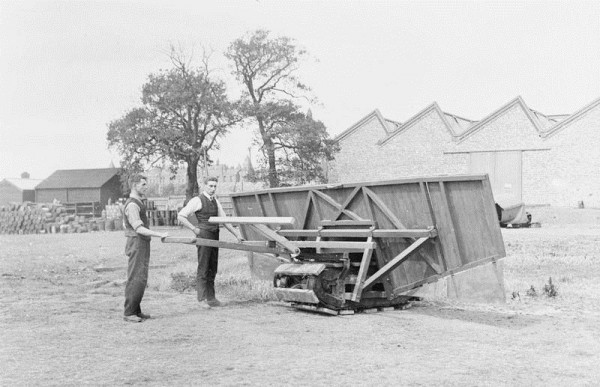 Британский экспериментальный щит, на одинарной гусенице. 1915 год.