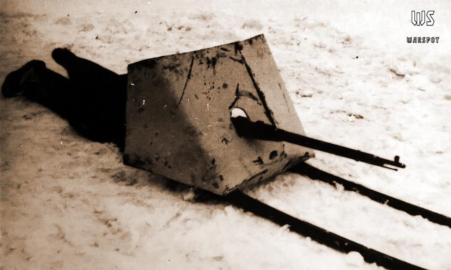 Советский щит на лыжах. Такие конструкции широко применялись с зимы 1941-42 года.