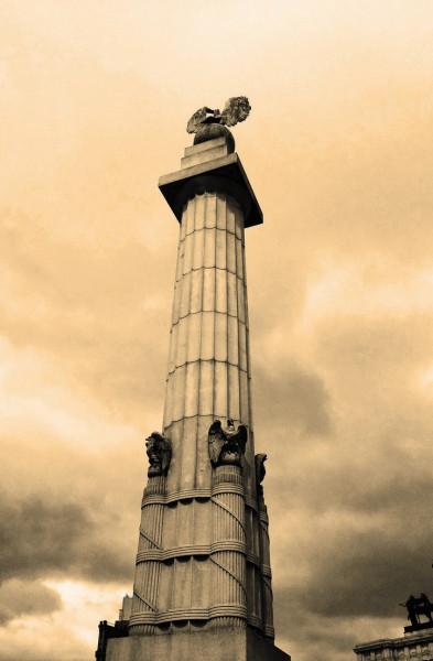 grand_army_plaza_column_brooklyn_by_surrealsol-d7g1m68