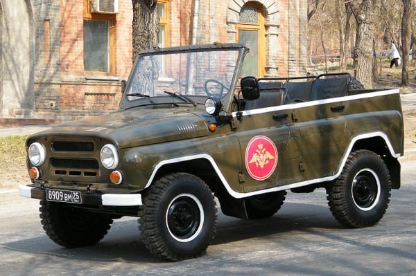 800px-УАЗ-3151_на_параде_фото1
