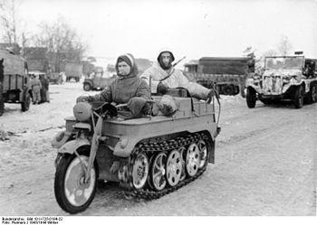 350px-Bundesarchiv_Bild_101I-725-0184-22,_Russland,_Soldaten_auf_Kettenkrad