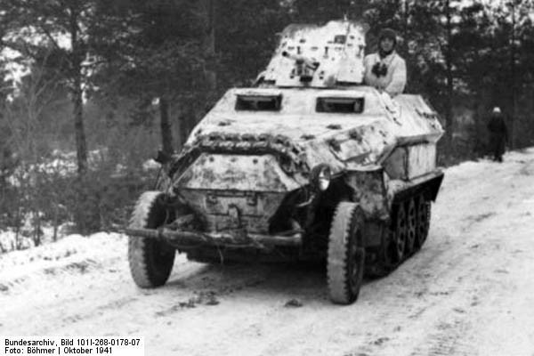 Bundesarchiv_Bild_101I-268-0178-07-_Russland-_Schutzenpanzer_mit_Pak