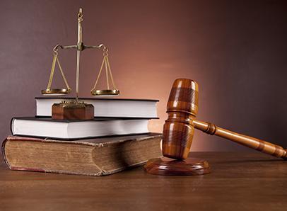 92983-m-y-s-abogados-mazo-de-juez