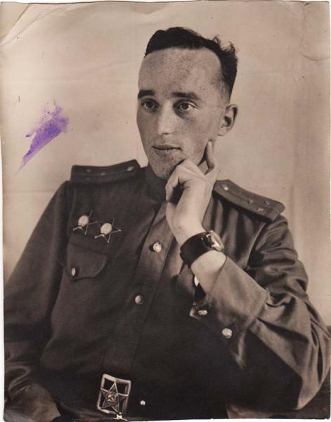 Leutenant_Red_Stars_Austria_6_8_1945_a