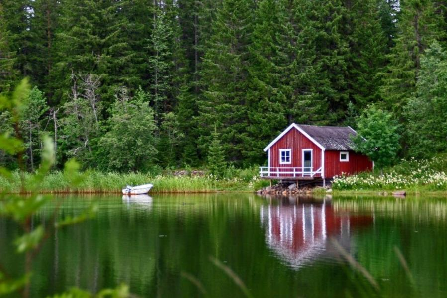 little_red_house_on_the_lake-984539