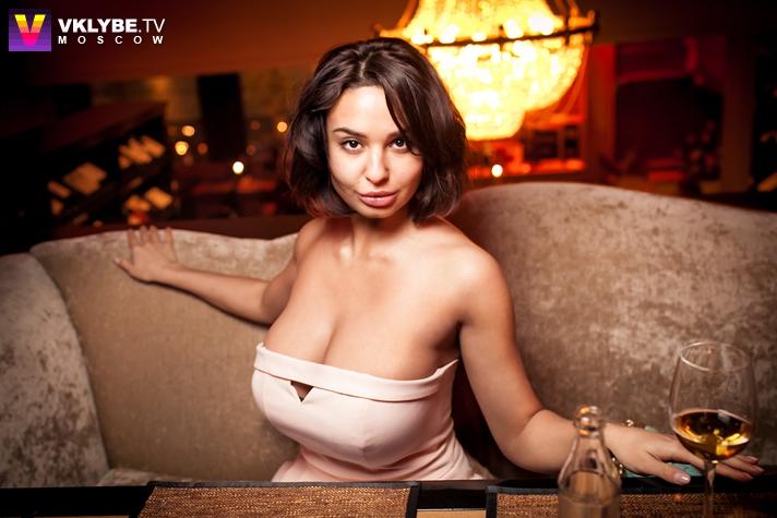 ochen-dorogie-devushki-moskvi-drochnut-na-foto-porno