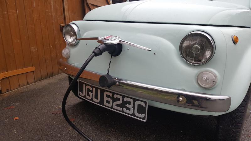 Классический Фиат 500 переделанный в электрокар