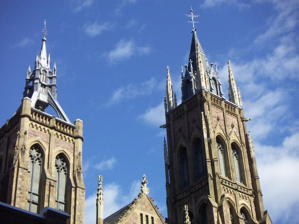 Spires_of_the_Saint_James_United_Church,_Montreal,_Quebec.jpg