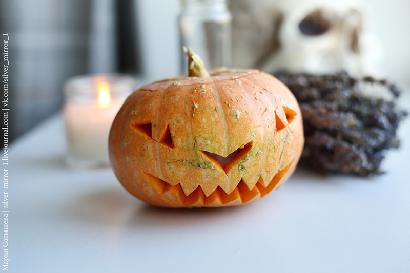 В кадре мой ежегодный натюрморт с тыквой к Хеллоуину. У меня не большой выбор предметных съемок в ЖЖ