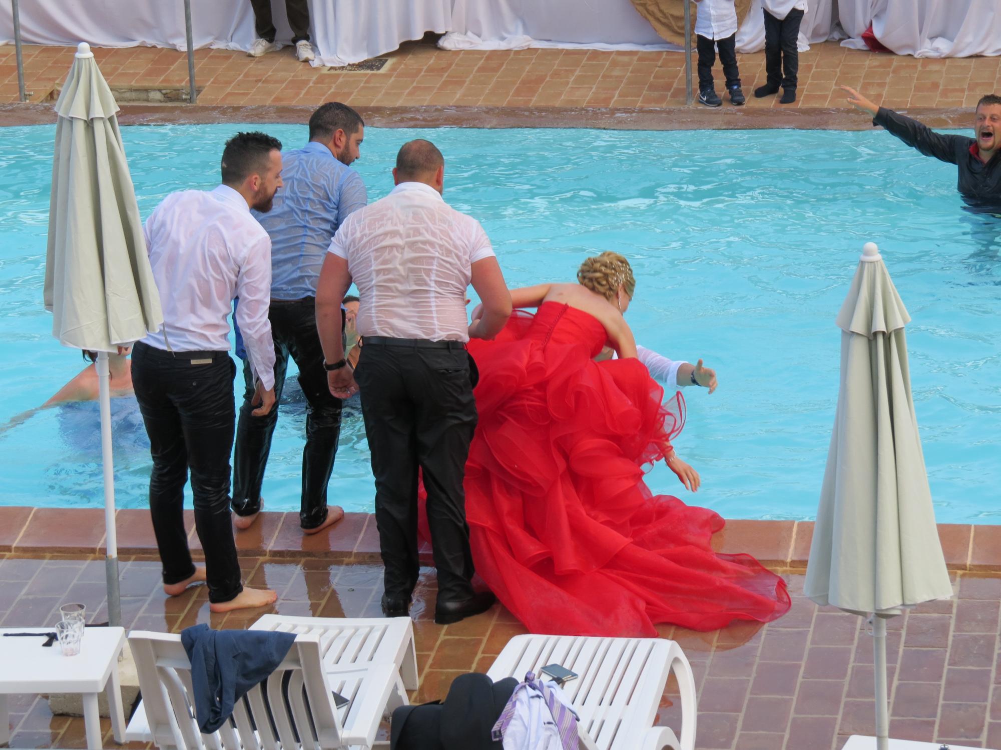 Пьяные невесты и ее подруги 25 фотография