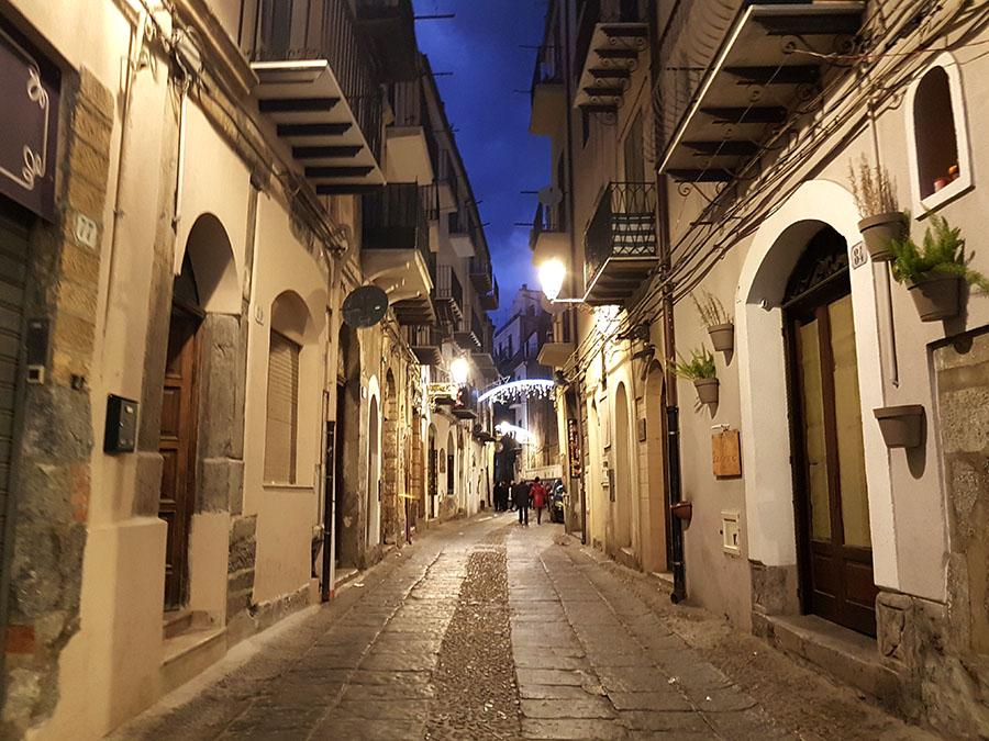 можете сделать фотографии улицы реканати сицилия сочная ночная