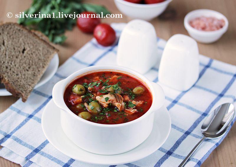 Томатный суп с рыбой и оливками