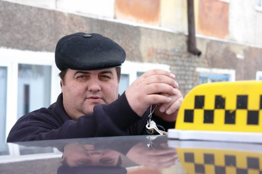 Таксисты разводят телок, пальчики в анале