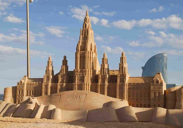 small-playa-bcn-esculturas-arena